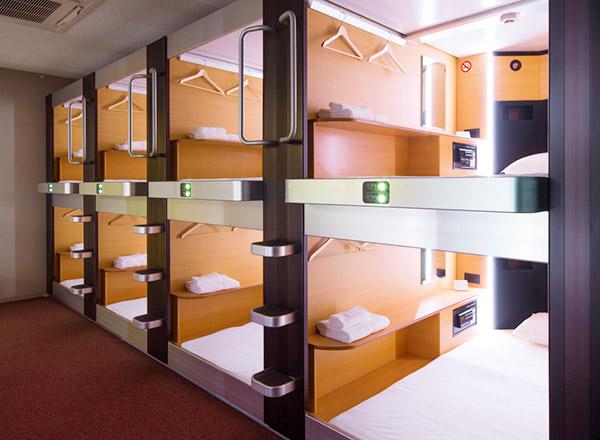 Bunk-bed capsule